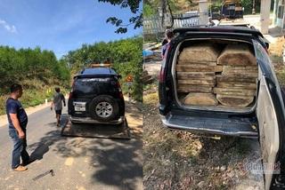 Xe chở gỗ lậu gắn biển giả chạy trốn như phim hành động khi bị truy đuổi