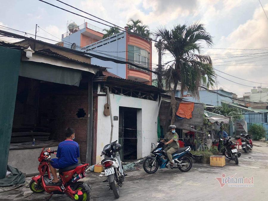 Cháy nhà ở TP.HCM, người vợ tử vong, chồng cùng con trai nhập viện