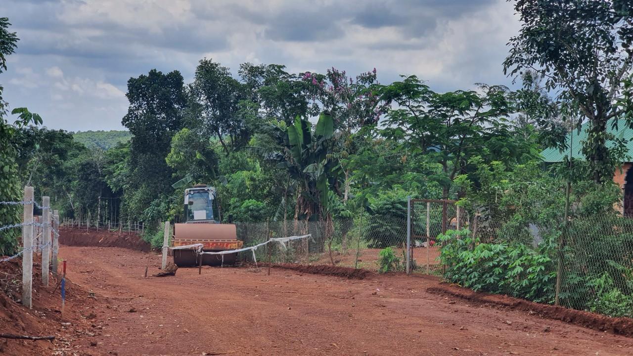 Dân chặn đường thi công, chủ điện gió ở Đắk Nông kêu cứu