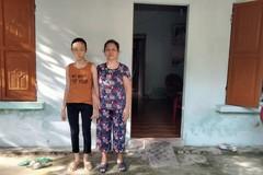 Xót xa cảnh bé gái 13 tuổi một mình chăm bà nội già yếu, mù lòa