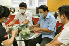 MC Quyền Linh tiếp tục ủng hộ 2,2 tỷ cho quỹ vắc xin