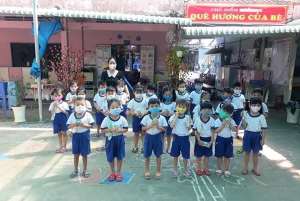 Vinamilk Hero tặng quà 1/6 cho trẻ em đang cách ly tại 7 tỉnh