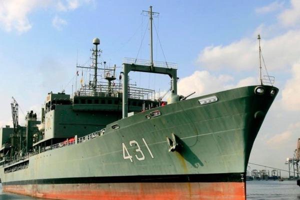 Tàu hải quân lớn nhất của Iran bốc cháy, chìm xuống biển