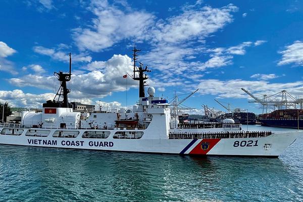 Tàu tuần duyên Mỹ chuyển giao cho Việt Nam bắt đầu hành trình về nước