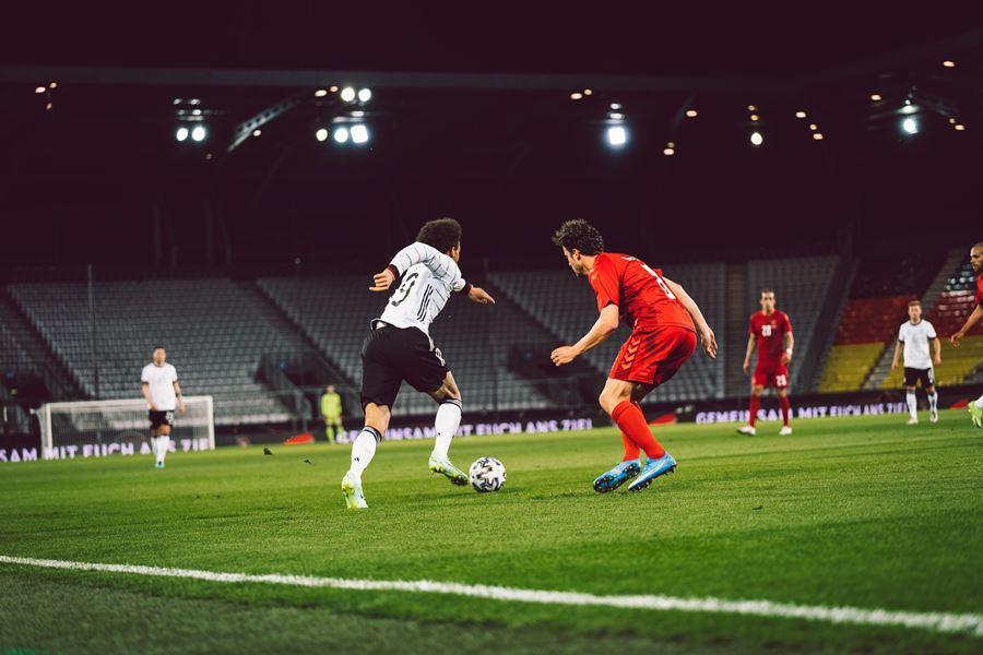 Đức đánh rơi chiến thắng trước Đan Mạch