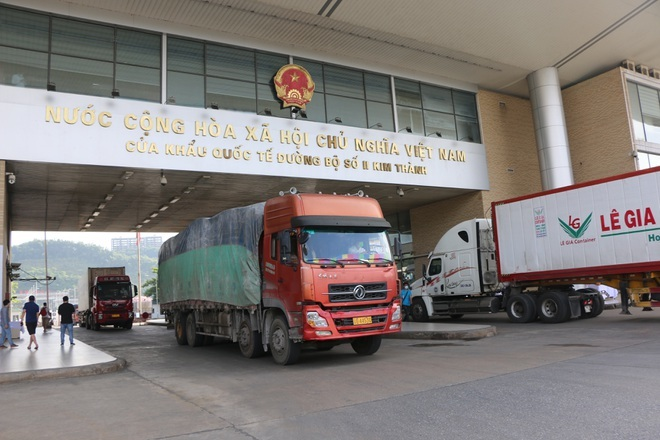 Thu 5 triệu USD nhờ hơn 8.000 tấn vải thiều xuất qua cửa khẩu Lào Cai