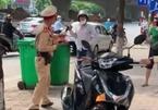 Khởi tố tài xế vượt đèn đỏ, cầm gạch tấn công cảnh sát