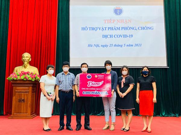 Diana Charm ủng hộ 2 tỷ đồng vào Quỹ vắc xin tỉnh Bắc Ninh
