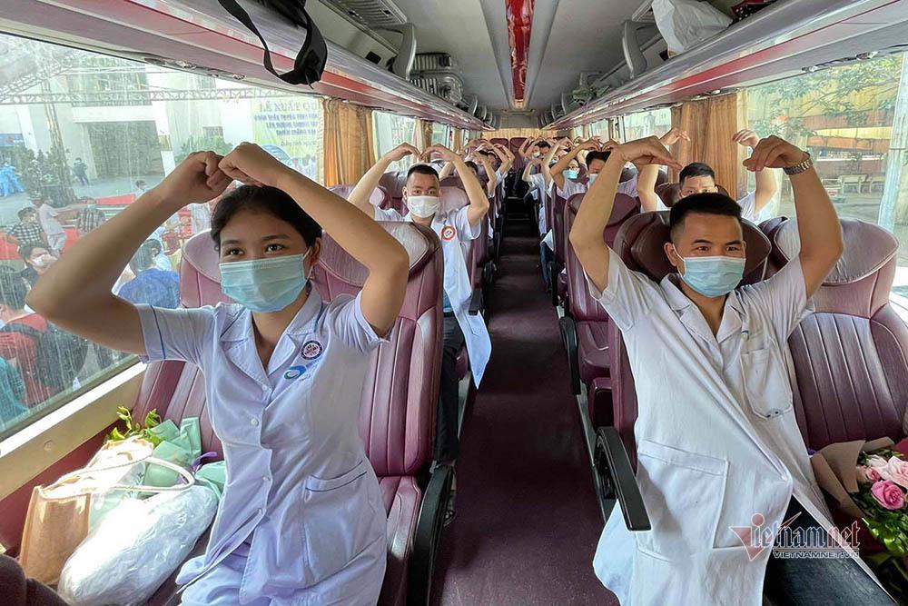 20 bác sĩ giỏi của Quảng Ninh lên đường trợ giúp Bắc Giang đợt 2
