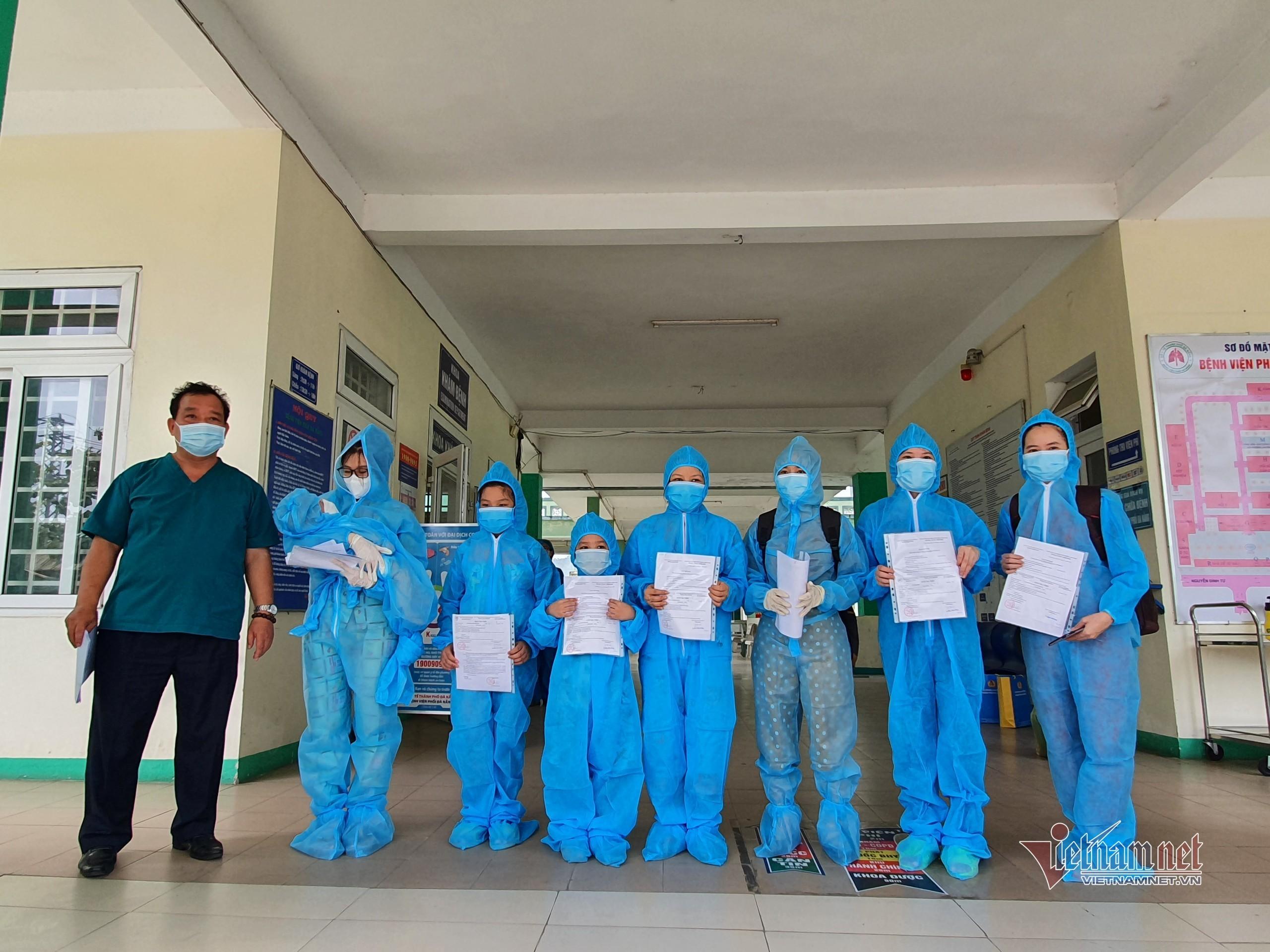 Bệnh nhân Covid-19 nhỏ tuổi nhất ở Đà Nẵng xuất viện
