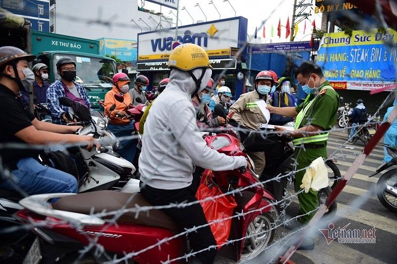 Chủ tịch quận Gò Vấp: Giãn cách 15 ngày là đủ, người dân cũng quá khổ rồi