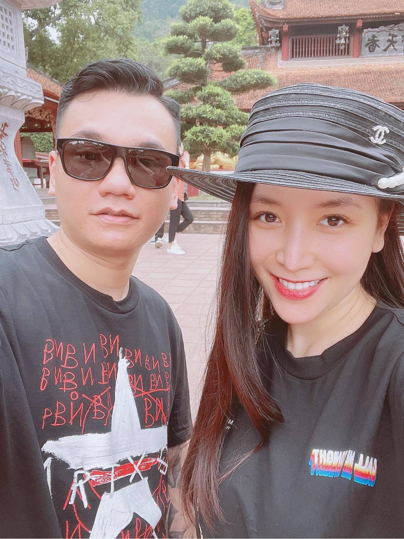 Vợ DJ nóng bỏng, sinh đôi hai con cho ca sĩ Khắc Việt