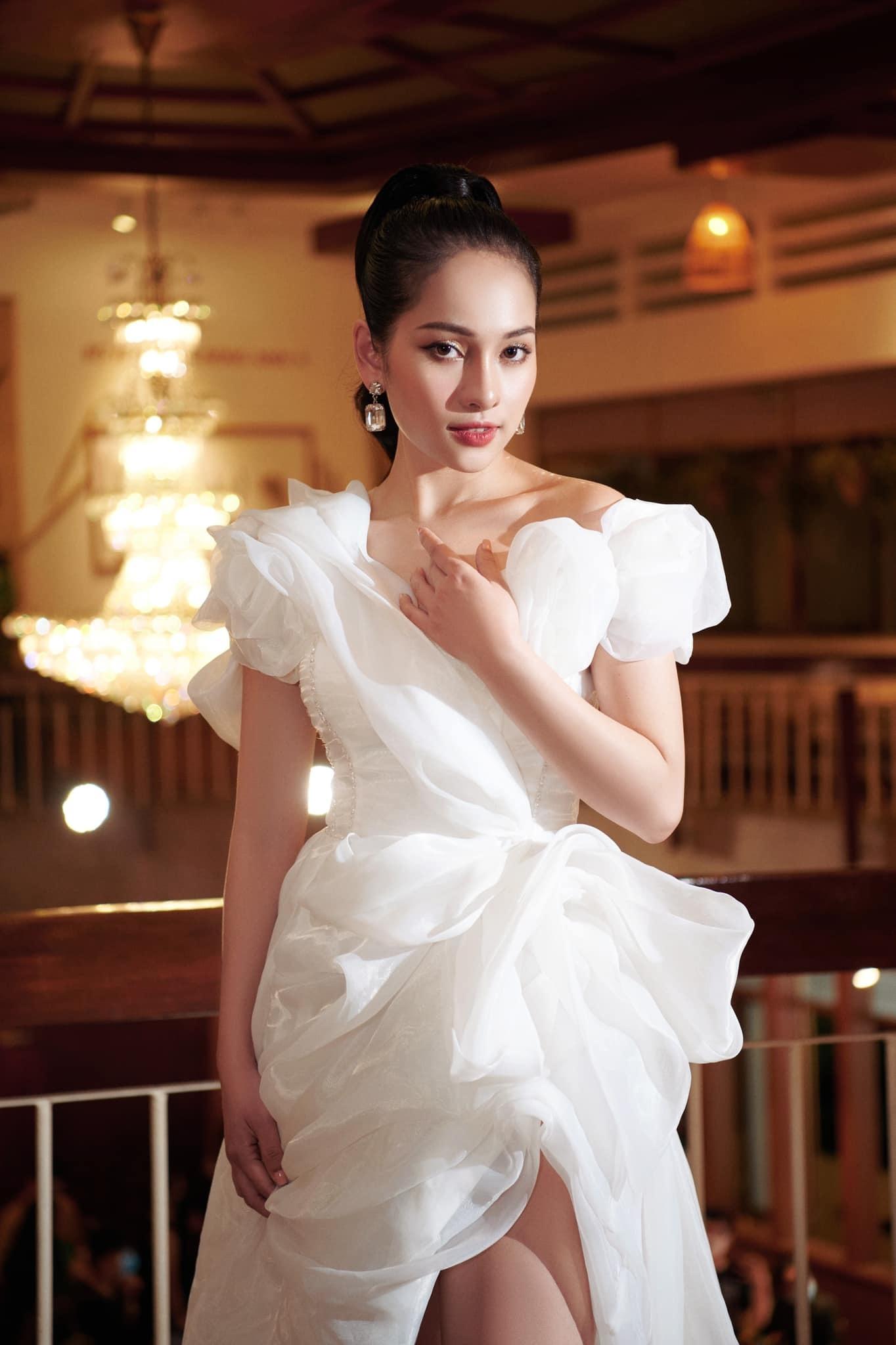 Vợ kém 13 tuổi xinh đẹp, quyến rũ của Dương Khắc Linh