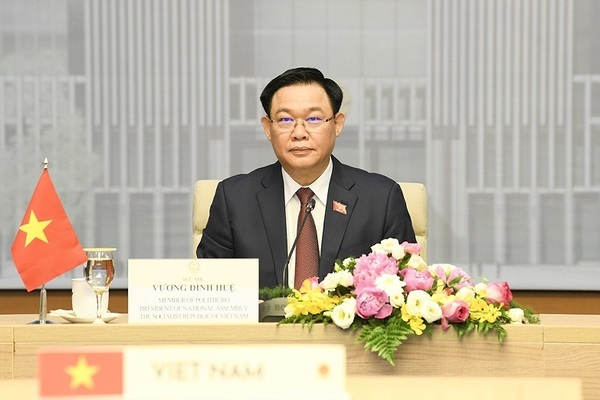 Chủ tịch Quốc hội Vương Đình Huệ hội đàm trực tuyến với Chủ tịch Quốc hội Campuchia