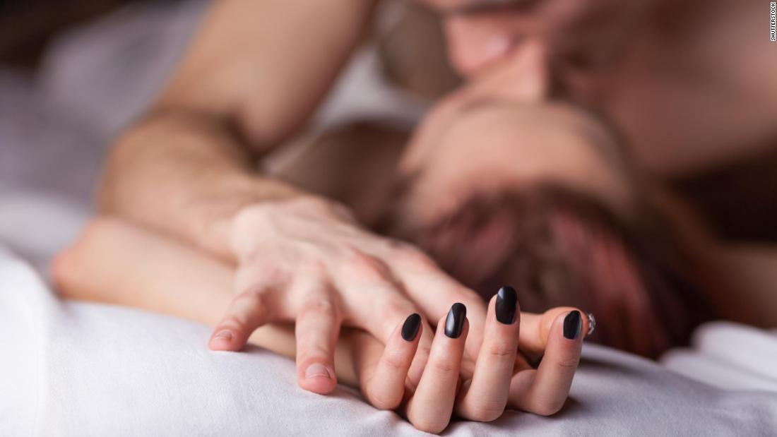 Làm sao để quên đi clip 'nóng' của chồng?