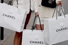 Không đủ tiền, người trẻ mua vỏ hộp hàng hiệu để sống ảo
