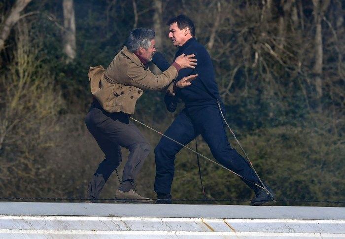 Tom Cruise cách ly 14 ngày vì 14 thành viên đoàn phim nhiễm Covid-19