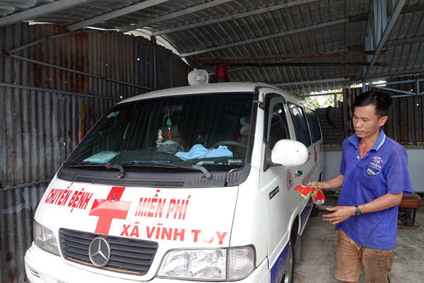 Mekong Delta men convert vehicles to ambulances to aid the poor