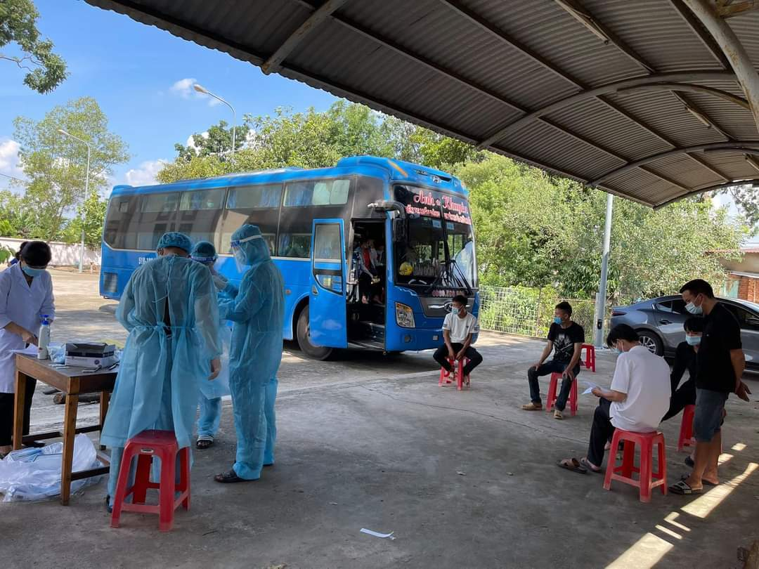 Bình Dương lấy mẫu xét nghiệm 20 lao động đi xe khách từ Hà Nội vào
