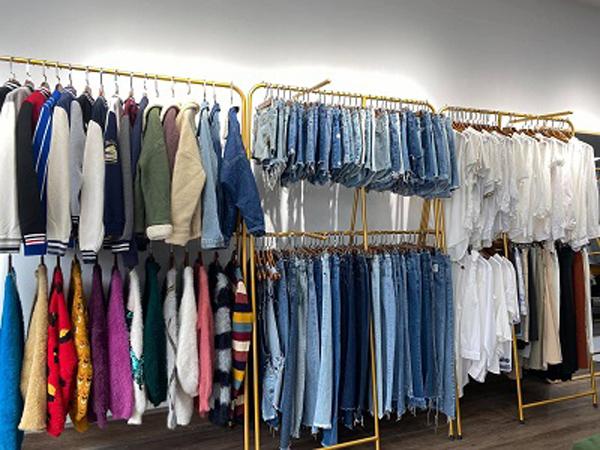 Bíquyết 'giữ chân' khách hàng của shop thời trang second-hand ở Gia Lai