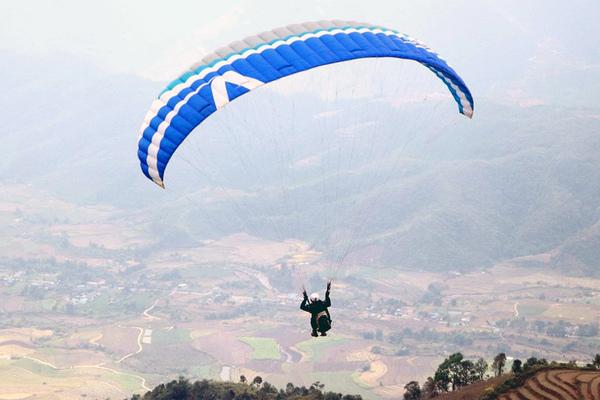 Hàng trăm phi công tham gia giải dù lượn ở Lai Châu