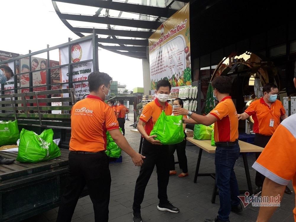 TP Thủ Đức tổ chức đi chợ miễn phí giúp người dân bị phong tỏa
