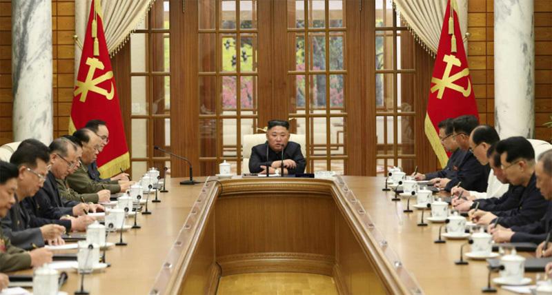 Vắng bóng nhiều ngày, Kim Jong Un bất ngờ tái xuất triệu tập họp khẩn