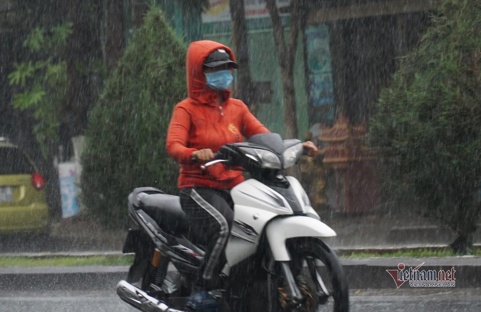 Đà Nẵng đón cơn 'mưa vàng' sau chuỗi ngày nắng nóng 40 độ C