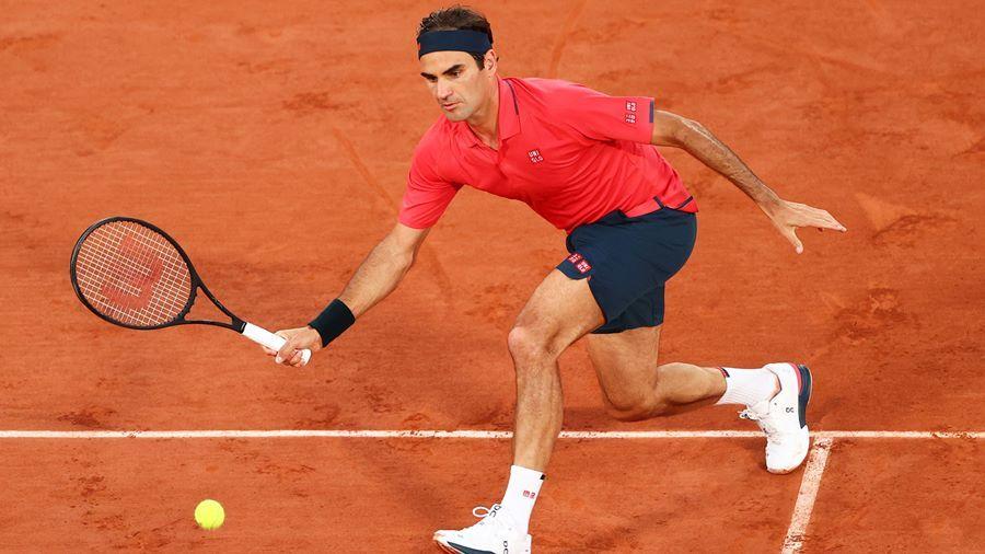 Federer vào vòng 4 sau 3 loạt 'đấu súng' nghẹt thở