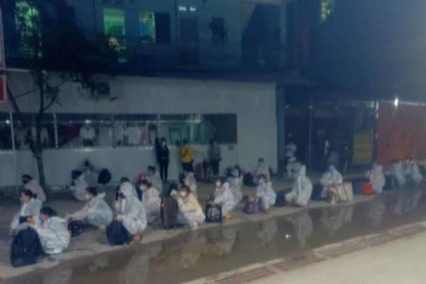 Chuyển gần 3.000 công nhân ra khỏi ổ dịch ở Bắc Giang
