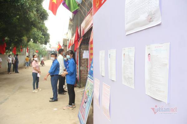 Sáng nay, hơn nghìn cử tri đi bầu cử lại ở huyện Mê Linh