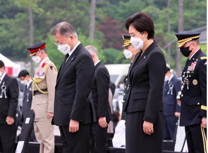 Tổng thống Hàn Quốc xin lỗi vì cái chết của sĩ quan bị tấn công tình dục