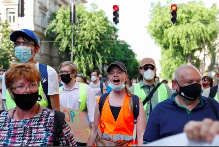 Dân Hungary biểu tình rầm rộ phản đối xây trường Trung Quốc