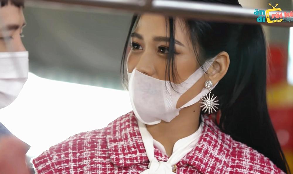 Hoa hậu Đỗ Thị Hà bị chê nói năng cộc lốc trên sóng truyền hình