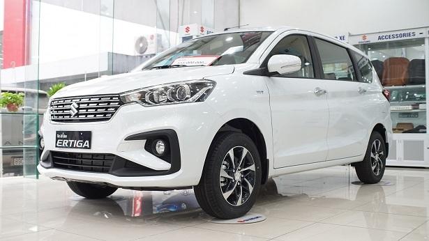 Giá ô tô lại chạm đáy mới, giảm gần 160 triệu đồng