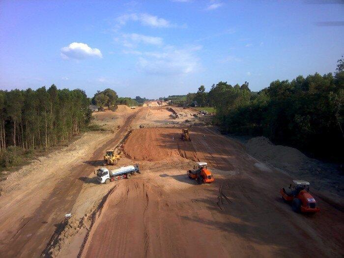 Lãnh đạo tỉnh phải đẩy nhanh cấp phép mỏ vật liệu làm cao tốc Bắc- Nam