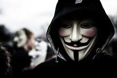 Anonymous tuyên chiến Elon Musk