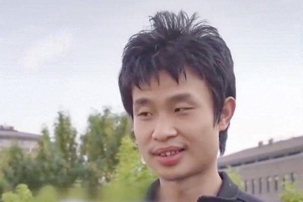 Giảng viên 'xấu trai nhất trường' trở thành hiện tượng mạng sau một đêm