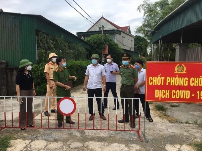 Xuất hiện ca nhiễm Covid-19 mới, Hà Tĩnh phong toả trụ sở 1 xã