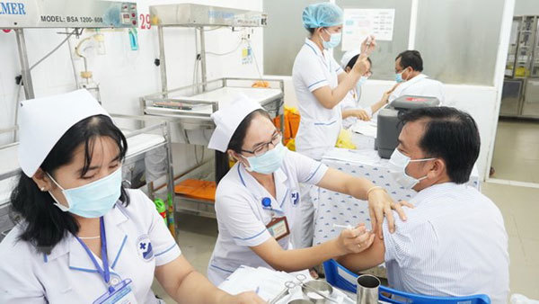 Foreign experts should be vaccinated against COVID-19: Deputy PM