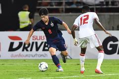 Sao Thái Lan lên gân, quyết ghi bàn vào lưới UAE