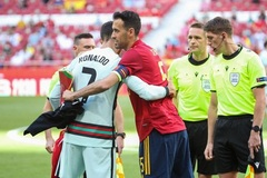 Ronaldo sốt vó, ôm Sergio Busquets dính Covid-19