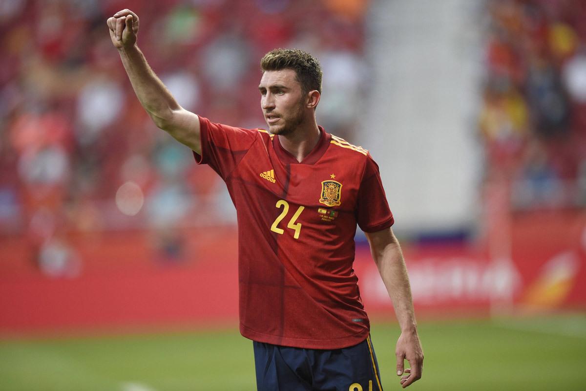 MU đàm phán Dembele, Barca mua Laporte