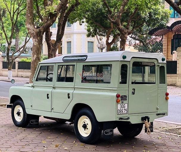 Xế cổ Land Rover 56 năm tuổi phục chế như mới, giá gần 3 tỷ