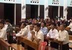 Linh mục ở Hà Tĩnh tổ chức 300 giáo dân hành lễ, bất chấp lệnh cấm