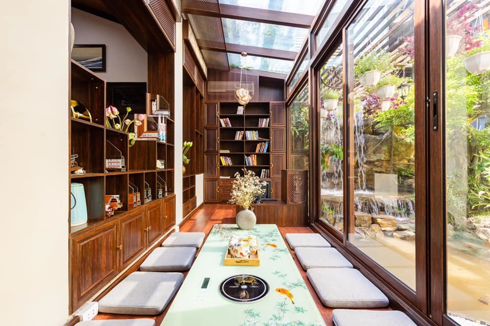 Người đàn ông Hà Nội xây nhà Nhật Bản từ nhôm kính tặng 'bạn học' đặc biệt