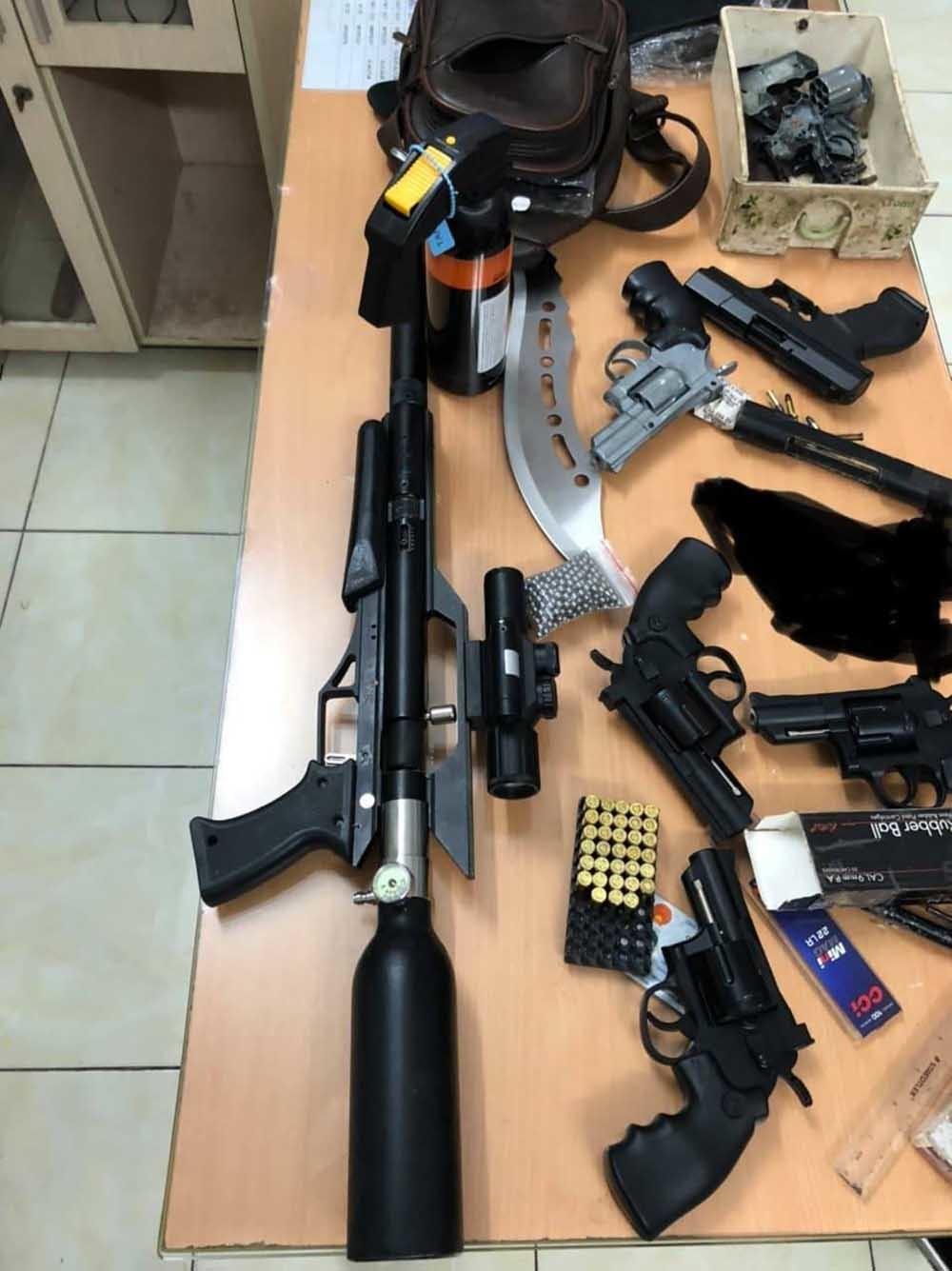 Cảnh sát hình sự bắt kẻ tàng trữ, mua bán súng đạn