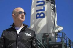Jeff Bezos chưa phải là phi hành gia
