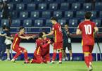 Thắng to Indonesia, tuyển Việt Nam vững ngôi đầu bảng