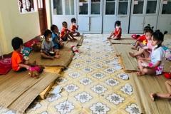 Gửi giường carton tặng cho các em nhỏ đang cách ly ở Điện Biên